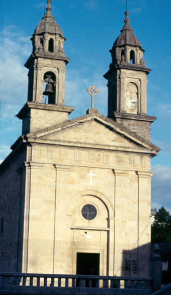 La Iglesia de Pontecesures, con las torres que realizaron nuestros antepasados. Con el atrio donde se produjo la escena teatral del cirujano y José Lusquiños