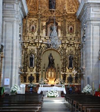 Interior de la de San Bartolomé de Pontevedra (antigua iglesia de la Compañía de Jesús) donde casaron nuestros padres