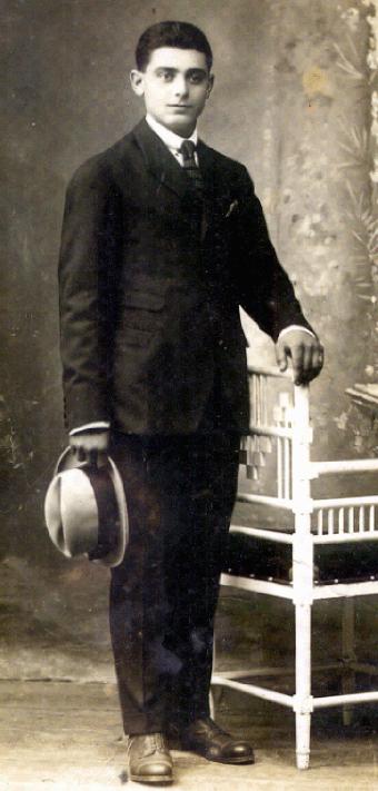 Nuestro padre, José Durán Lusquiños (Pepe), en vísperas de su casamiento