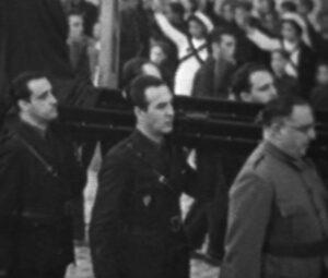 Gerardo Salvador Merino (en el centro). Un momento de la conducción del cadáver de José Antonio Primo de Rivera