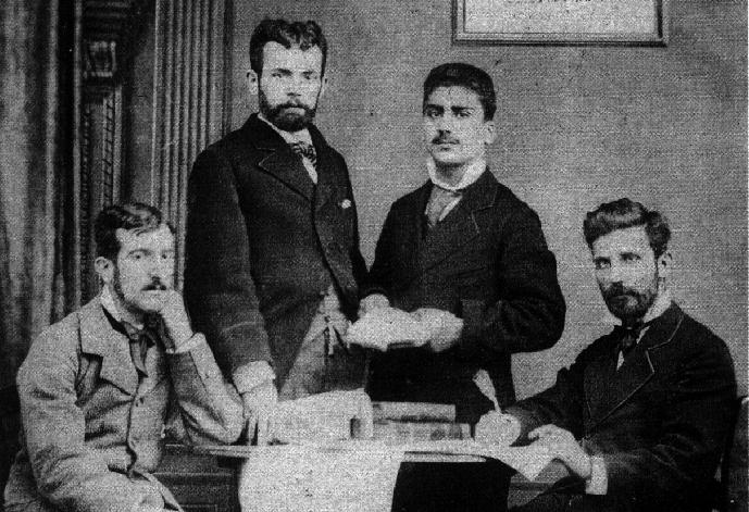 Redacción de El Estudiante. Ricardo Mella, a la izquierda. Sus parientes, Juan Manuel y Julián Rodríguez de Cea a la derecha