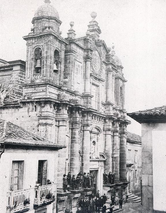 La Iglesia y el Colegio que fuera de los Jesuitas ponía fin a la antigua calle de la Compañía. Desde 1854 pasó a llamarse Sarmiento. Fue el centro de la Pontevedra escolar hasta 1903. Foto de Zagala
