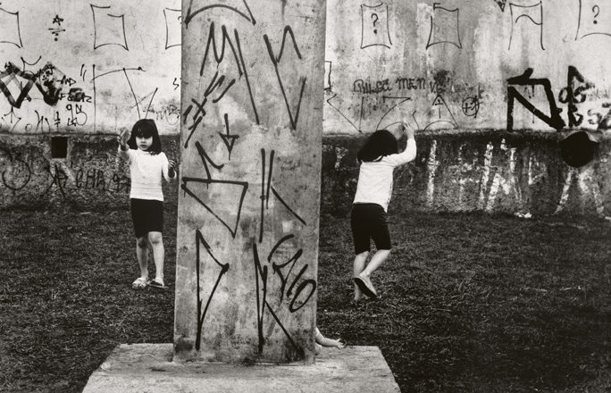 Gasparini. Juego de niños con grafitis, Sâo Paulo, 1997
